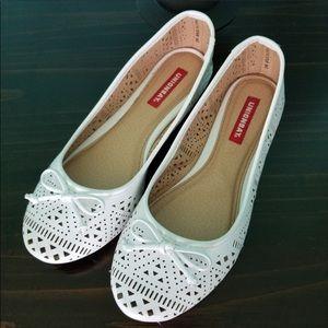 💖 Unionbay White Laser Cut Dress Shoes Flats 8